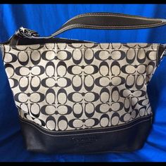 """Coach Shoulder Bag Coach shoulder bag in great condition with classic Coach """"C"""" not stains inside or out. Non smoking house. Coach Bags Shoulder Bags"""