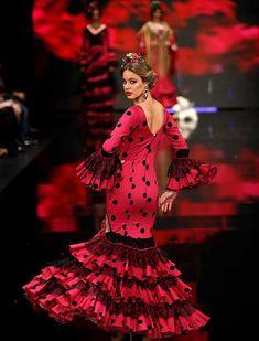 SIMOF 2018: el desfile de Aurora Gaviño, en fotos / J.M. Serrano / Rocío Ruz Art Reference, Flamenco Dresses, Victorian, How To Wear, Dance, Beautiful, Fashion, Dressing Room, Feminine Fashion