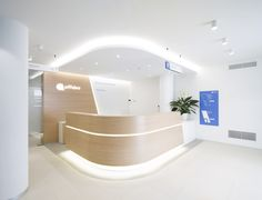 Designed by Mhed Architects - Irene Cicero & Federico dal Brun - Private clinic - Affidea IDA Padova Showroom Interior Design, Hotel Room Design, Interior Design Portfolios, Interior Design Magazine, Dental Office Decor, Dental Office Design, Medical Design, Modern Reception Desk, Architecture