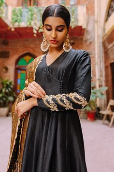 Asian Wedding Dress Pakistani, Simple Pakistani Dresses, Simple Dresses, Angrakha Style, Red Chiffon, Designs For Dresses, Desi Wedding, Embroidery Dress, Indian Fashion