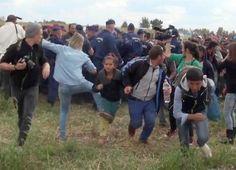 ハンガリー南部レスケで、難民の子どもを蹴る女性カメラマン(手前左から2人目)の画像=8日(AP=共同) ▼10Sep2015共同通信|難民の子ども蹴る 極右系メディアの女性 http://www.47news.jp/CN/201509/CN2015090901002045.html