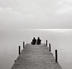 Black and White Photography – Couples Tips – Black and White Photography Photo Couple Amoureux, Couple Photography, Art Photography, Friend Photography, Lifestyle Photography, Dock Of The Bay, Belle Photo, Black And White Photography, Cute Couples