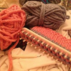 Easy and Amazing Loom Knitting Patterns for 2019 Loom Knitting For Beginners, Loom Knitting Projects, Loom Knitting Patterns, Knitting Videos, Easy Knitting, Knitting Needles, Knitting Tutorials, Crochet Projects, Circle Loom