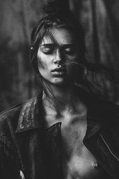 Urban Photography, People Photography, Outdoor Photography, Portrait Photography, Aesthetic People, Black N White Images, Portrait Inspiration, Black And White Photography, Fashion Photo