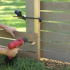 How to make this easy garden fence using the posts from the aluminum fence than . How to make this easy garden fence using the posts from the aluminum fence than was previously there! Source by Front Yard Fence, Fence Gate, Horse Fence, Horizontal Slat Fence, Patio Privacy Screen, Privacy Screens, Outdoor Privacy, Garden Projects, Diy Projects
