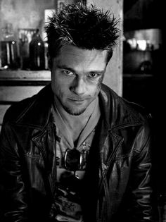 In Fight Club the others characters refer to Brad Pitts character as Tyler Durden instead of Brad Pitt. This is because he is playing a character known as Tyler Durden in this movie Tyler Durden, Fight Club 1999, Fight Club Rules, Tom Hanks, Brad Pitt Style, Marla Singer, Movies And Series, Hollywood, Foto Art