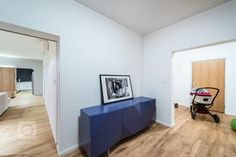 Velký byt znamená velké možnosti změn, pokud není většina stěn nosná, jako v případě tohoto bytu. Nám se navzdory omezeným možnostem zásahů podařilo funkce… Flat Screen, Blood Plasma, Flatscreen, Dish Display