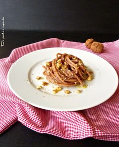 Di pasta impasta: Spaghetti al vino rosso e noci