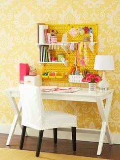 office de panneau perforé jaune