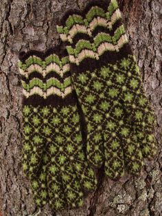 Hand Knitted Fine Estonian Gloves with Powerful by NordicMittens