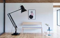 Conçu par Sir Kenneth Grange, Type 75 ™ Giant de @anglepoise est une alternative frappante et moderniste à l'Original 1227 ™ Giant. Doté de composants usinés avec précision et d'un abat-jour rotatif, il s'agit d'une pièce remarquable qui est aussi fonctionnelle que belle. Visitez notre site web pour plus de détails Anglepoise Lamp, Stainless Steel Fittings, Office Lamp, Vintage Interior Design, Task Lamps, Ceiling Rose, Wall Brackets, Lamp Bases