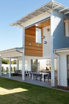 Beautiful Queenslander! Tin, open space, white, wood
