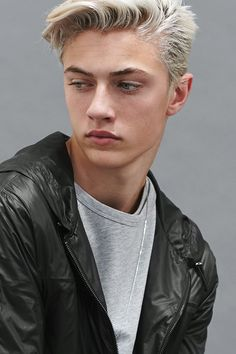 Lucky Blue Smith - Inspiration for Brayden Kavanah Lucky Blue Smith, Modelo Albino, Beautiful Boys, Beautiful People, Blonde Boys, Hommes Sexy, Cute Guys, Pretty People, Character Inspiration