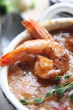 Cajun Shrimp Chowder is Louisiana comfort food at it's finest! Blackened shrimp in a smokey corn & potato chowder. Chowder Recipes, Easy Soup Recipes, Easy Chicken Recipes, Lunch Recipes, Dinner Recipes, Dinner Ideas, Cajun Shrimp Recipes, Seafood Recipes, Fish Recipes