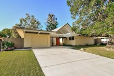 This Eichler Home in Granada Hills, CA, is a time capsule! Click on the image to see more!