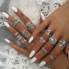Surround yourself with beauty. Nail Jewelry, Cute Jewelry, Jewellery, Hair And Nails, My Nails, Oval Nails, Shellac Nails, Cute Nails, Pretty Nails