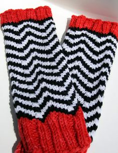Black Lodge Mitts: Knitting Pattern To Make Your Own - Use chevron crochet to change pattern to crochet. Knitting Patterns Free, Free Knitting, Crochet Patterns, Knitting Ideas, Craft Patterns, Free Pattern, Chevron Crochet, Knit Crochet, Wrist Warmers