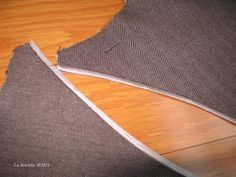 La Sewista!: Flat Lining, Part One. It  finishes the seam edges with a Hong Kong finish and underlines them at the same time.