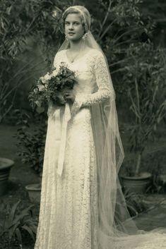 1931 bride mary 30 vintage wedding dresses you will fall in love 1930s Wedding, Vintage Wedding Photos, Vintage Bridal, Vintage Weddings, Country Weddings, Lace Weddings, Cowboy Weddings, Wedding Country, Outdoor Weddings