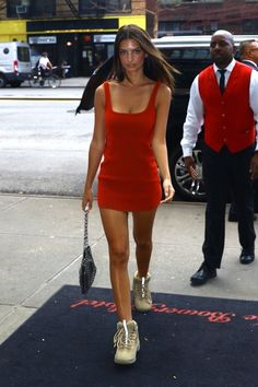 Fashion Tips Ideas .Fashion Tips Ideas Emily Ratajkowski Style, Fashion Killa, Fashion Models, Chic Outfits, Fashion Outfits, Fashion Tips, Clothing Hacks, Dress With Sneakers, Celebrity Style