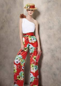 A1905, Ángela Ariza Classy Outfits, Chic Outfits, Mom Dress, Floral Pants, Matching Outfits, Colorful Fashion, Colored Jeans, Couture, Fashion Dresses
