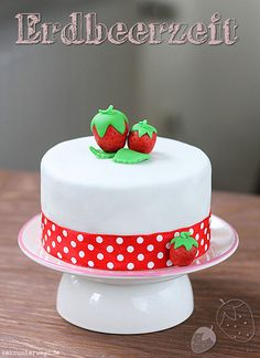 Fondant Strawberry Tutorial by windgestalt, via Flickr