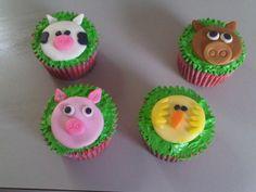 Você também pode gostar desses:Para Celebrar o Vestido!!!Ideias de Cupcakes para festinha Safari!Mais Cupcakes de Natal!Cupcakes de NatalLindo Bolo com Tema Doces!Fazendinha Menino – Kit Completo com molduras para convites, rótulos para guloseimas, lembrancinhas e imagens!