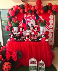 44 Trendy Ideas for disney birthday party themes minnie mouse Minnie Mouse Birthday Decorations, Minnie Mouse Theme Party, Fiesta Mickey Mouse, Red Minnie Mouse, Mickey Mouse Clubhouse Birthday, Mickey Mouse Birthday, Mickey Mouse Backdrop, Cupcakes Mickey, Deco Rose