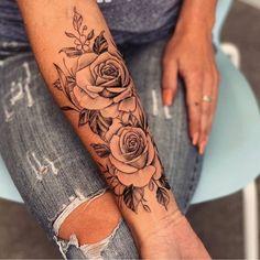Tag someone who loves tattoos. Beauty jewelry and clothing Informations About Kennzeichnen Sie jemanden, der Tattoos liebt. Beauty Schmuck und Kleidung - flower tattoos P Rosen Tattoo Frau, Rosen Tattoos, Diy Tattoo, Tattoo Fonts, Gold Tattoo, Tattoo Black, Tattoo Ink, Arm Tattoo Ideas, Tattoo Drawings
