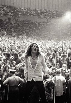 Robert Plant live - Led Zeppelin  .......what an amazing picture