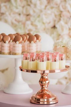 The snack helps fill a small hollow, a feeling of hunger that appears in the morning (between and and the afternoon (between and A breakfast or lunch too light or jumped is often involved. Fall Wedding Cakes, Wedding Cakes With Cupcakes, Beautiful Wedding Cakes, Dessert Stand, Dessert Cups, Dessert Tables, Macaron Cake, Macarons, Macaron Tower