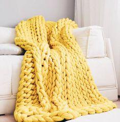 Giganto-Blanket Tutorial Explains How to Make a Chunky Knit Blanket laura birek giganto-blanket DIY chunky knit blanket oversized knit Knitted Blankets, Merino Wool Blanket, Huge Knitted Blanket, Oversize Knit Blanket, Thick Blankets, Cozy Blankets, Manta Crochet, Knit Crochet, Plaid Grosse Maille