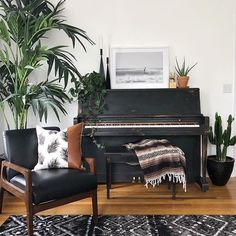 Check out this Boho Style Living Room 👀 Our Adirondack rug fits right in. - Check out this Boho Style Living Room 👀 Our Adirondack rug fits right in. Piano Living Rooms, Boho Living Room, Living Room Chairs, Living Room Furniture, Bohemian Living, Piano Room Decor, Home Music Rooms, Boho Style Decor, Boho Stil