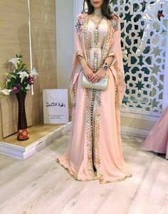Mens Fashion Tips .Mens Fashion Tips Arab Fashion, Muslim Fashion, Modesty Fashion, Fashion Women, Elegant Dresses, Pretty Dresses, Morrocan Dress, Arabic Dress, Caftan Dress