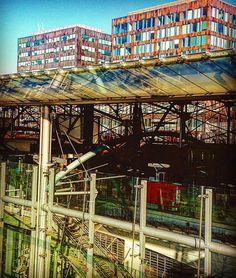 En passant par la gare un jour ensoleillé et par un jeu de dupe voir sous les jupes....de Lille Europe..