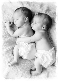 P u p p i e s! AWW I want TWIN GIRLS :)