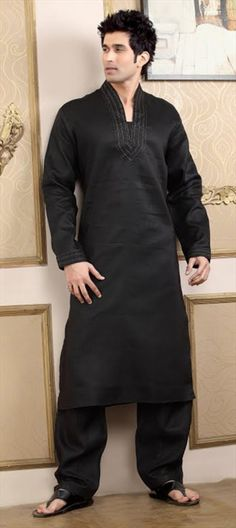Code-11500  Salman Khan will be seen wearing similar Pathani kurta pajama in Preity Zinta's upcoming movie 'Ishq in Paris'.  He is doing a cameo in the film and looks dashing dancing on a number wearing this.  #salmankhan #preityzinta #bollywood