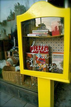 Dat zouden meer steden moeten doen! Little free library at the giveaway shop in Haarlem.  http://weggeefwinkel.kraakgroephaarlem.nl