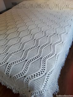 Cubierta colcha manta a crochet beige cama matrimonio Manta Crochet, Beige, Blanket, Handmade, Youtube, Primitive Quilts, Crochet Baby Clothes, Bed Covers, Hand Made