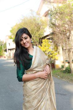 Where to shop sarees that can make you look super stylish! Kerala Saree Blouse Designs, Cotton Saree Designs, Onam Saree, Kerla Saree, Silk Sarees, Saris, Indian Sarees, Anarkali, Lehenga