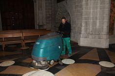 limpieza de suelos con máquina