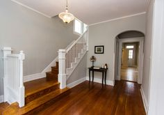 That sweet little entry table - Inviting stairs and entry (Norwood) @remodelaholic