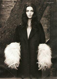 i-D Magazine Nov 2009 - Maria Carla Boscono by Paul Wetherell Maria Carla, Portrait Photography, Fashion Photography, Italian Beauty, Dark Beauty, Grunge Fashion, High Fashion, Shades Of Black, Girl Face