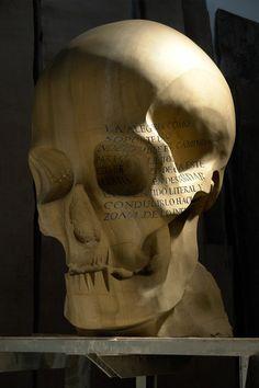 Cráneo, escultura de Omar Estela  http://omarestela.com/
