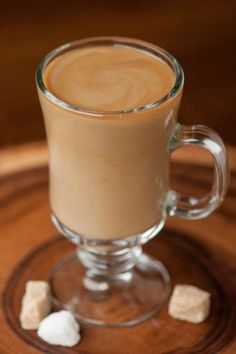 If you're looking for coffee with a kick, start your day with this hot IRISH COFFEE ROYALE made with brandy and Irish cream! I drink coffee every single day. Its a little habit I picked up Irish Cocktails, Coffee Cocktails, Whiskey Cocktails, Easy Cocktails, Irish Coffee, Yummy Drinks, Healthy Drinks, Fun Drinks, Cold Drinks