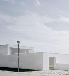 LIFE STYLE OF A minimalist  (picture: http://www.onarchitecturesite.com/2012/06/30/superb-design-ultra-modern-minimalist-house/)