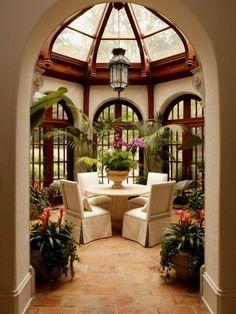 Atrium style breakfast nook