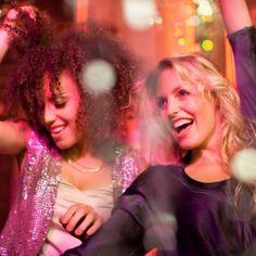 Samponul pentru par cret de la Les Secrets de Loly reprezinta baza unei rutine bune pentru ingrijirea parului. Nu face foarte multa spuma. Prin curatarea usoara a parului asigura un echilibru intre curatarea scalpului si a parului si nivelul de hidratarea al acestuia. Este potrivit pentru toate tipurile de par. #parcret #parondulat #produseparcret #produseparondulat #samponparcret #samponparondulat Aqua, Dreadlocks, Concert, Hair Styles, Beauty, Hair Plait Styles, Water, Hair Makeup, Concerts
