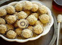 Pinda hazelnoot koekjes   Kookmutsjes Cooking Cookies, Cookie Desserts, Cookie Recipes, Cupcake Toppings, Decadent Chocolate, High Tea, Tasty Dishes, Tapas, Food Photography