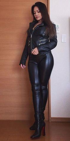 Serve & obey me Mark Shavick! Leather Dresses, Leather Pants, Botas Sexy, Leder Outfits, Shiny Leggings, Sexy Latex, Leather Fashion, Sexy Outfits, Sexy Women